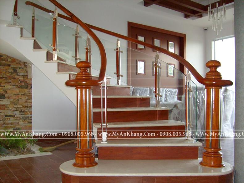 Mẫu Cầu thang gỗ kính giá rẻ tại tphcm