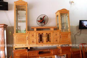 Kệ tivi có 2 cột gỗ kính 2 bên