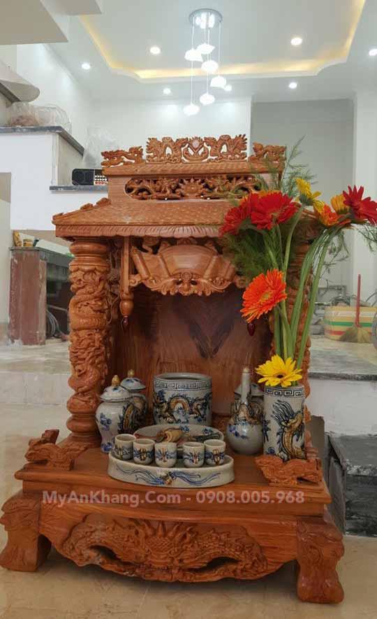 Bàn thờ ông địa thần tài mái chùa