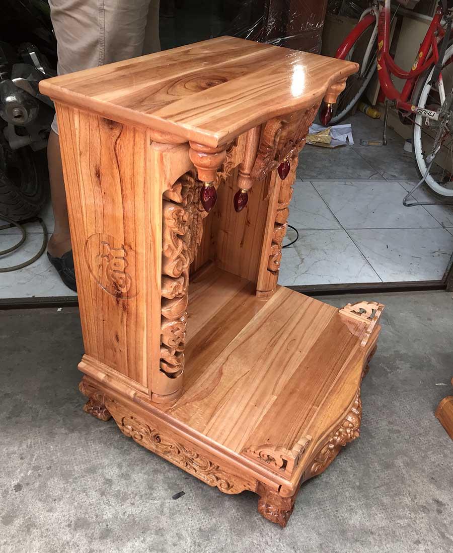 Bên hông bàn thờ gỗ xoan đào giá rẻ