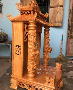 Bên hông bàn thờ ông địa mái chùa đẹp