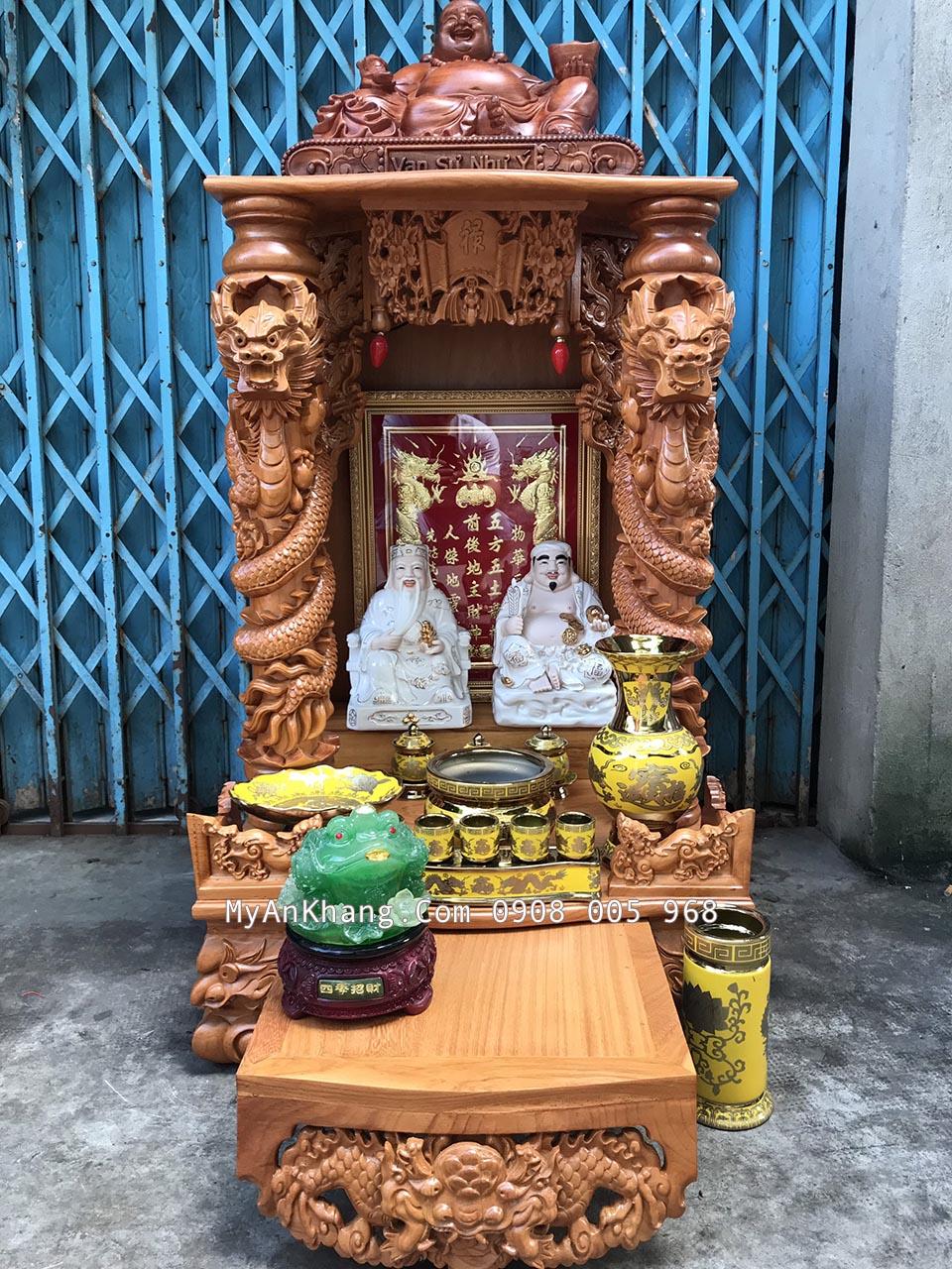 Bộ sứ vàng đẹp trên bàn thờ thần tài