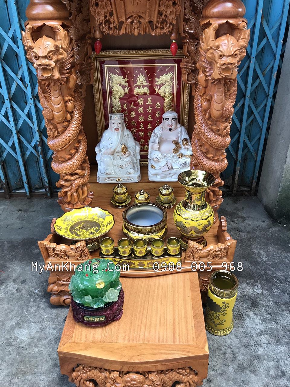 Trọn bộ đồ sứ trên bàn thờ ông địa thần tài