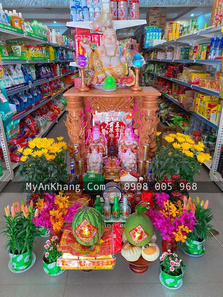 Bàn thờ thần tài đẹp đặt ở cửa hàng cần lưu ý